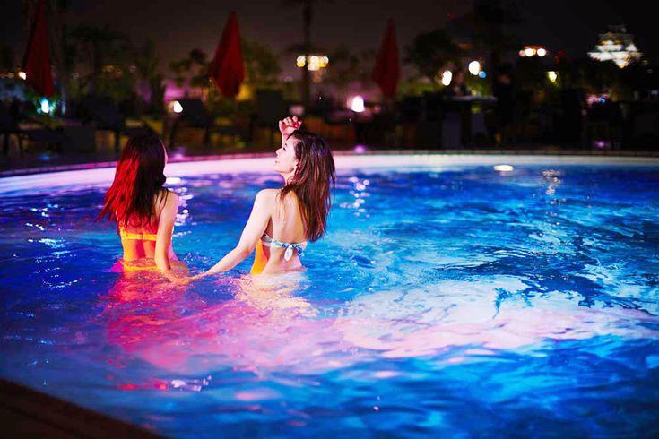 プール 夜